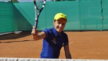 Renkamos įvairaus amžiaus vaikų ir jaunimo teniso grupės